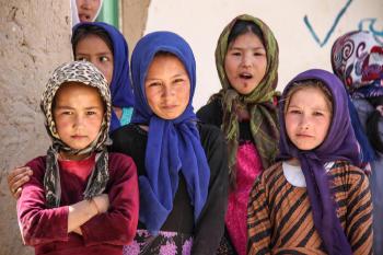Los talibanes permitirán que las mujeres estudien, pero con clases segregadas