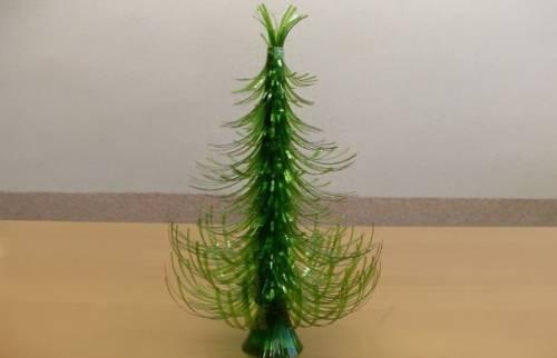 Cómo hacer un árbol de Navidad con botellas de plástico