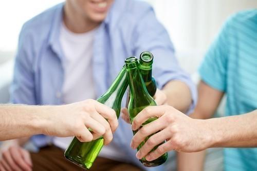 Consumir una dósis baja de cerveza ayudaría a reducir el riesgo de desarrollar enfermedad cardíaca