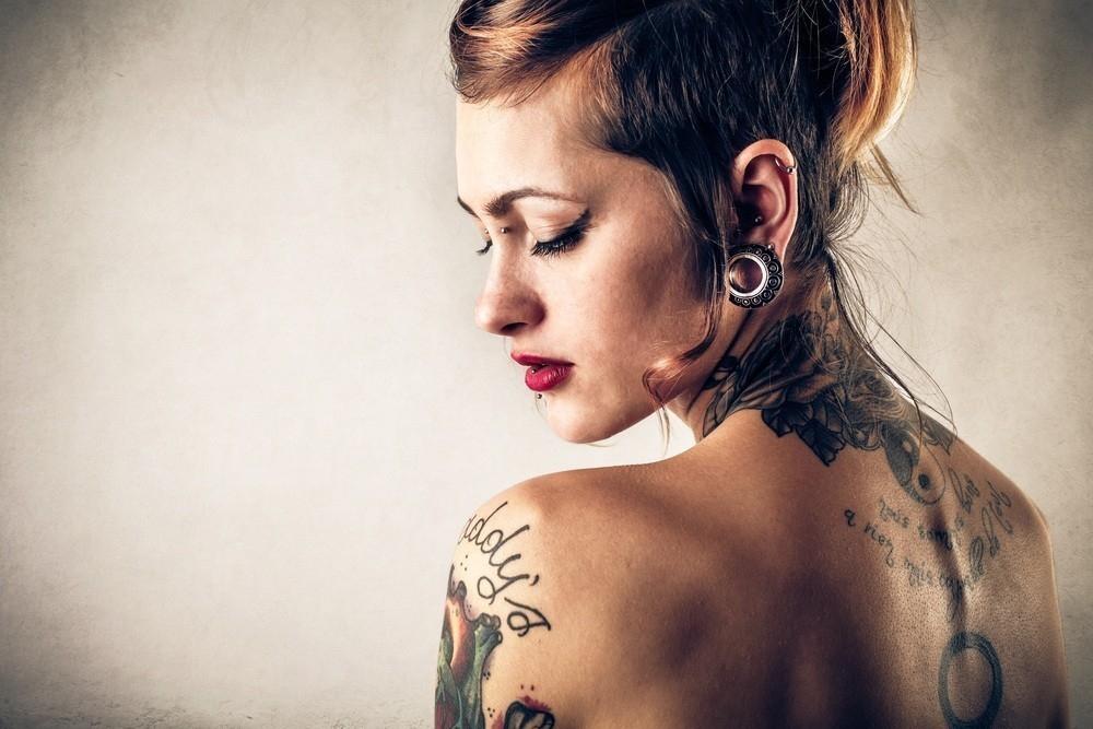 Cómo reacciona el cuerpo a los tatuajes