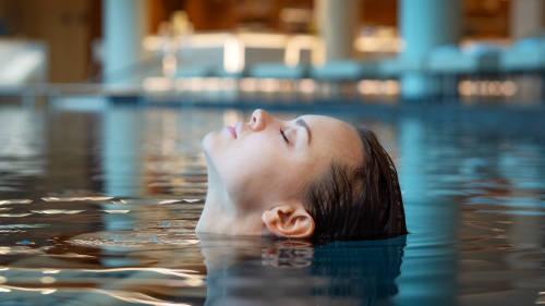 Aguahara: la experiencia acuática que imita el vientre materno
