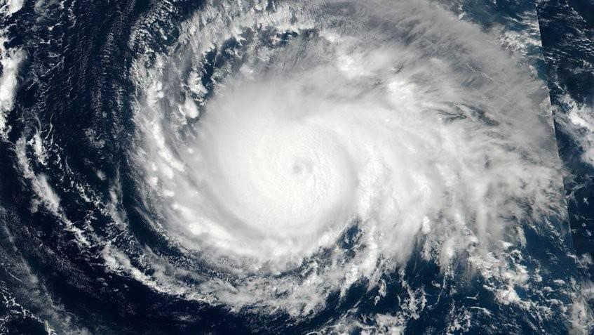 El huracán Irma ya supera a Harvey y amenaza a Estados Unidos y el Caribe