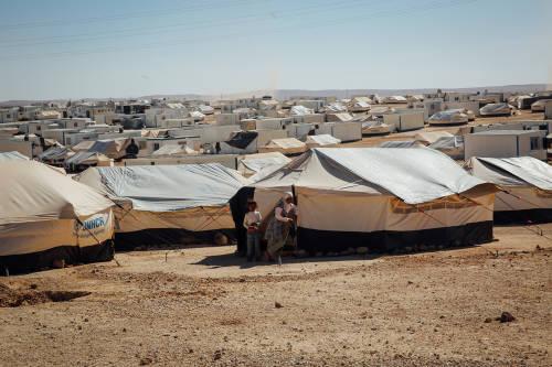 Arquitecta diseña carpas autosustentables para refugiados