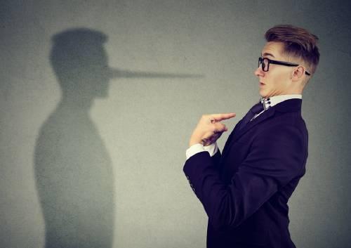 10 signos de que alguien puede estarte mintiendo en una conversación cara a cara