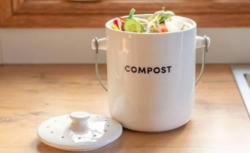 ¿Es cierto que compostar atrae insectos y genera mal olor en tu hogar?