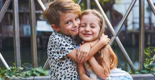 Un estudio prueba que los hermanos menores son más divertidos que los mayores