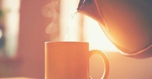 5 razones para beber agua caliente por las mañanas