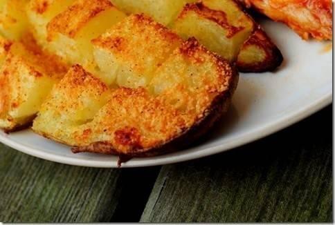 Deliciosas patatas sazonadas y gratinadas