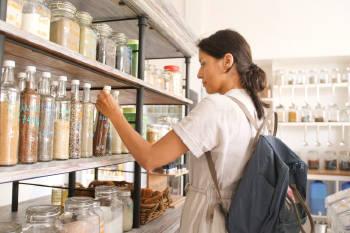mujer compras zero waste