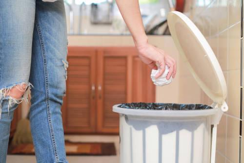 Cómo hacer bolsas de papel para la basura y reemplazar las de plástico