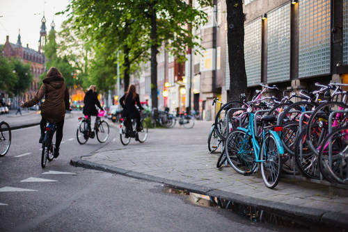Amsterdam biciletas shutterstock_585437837