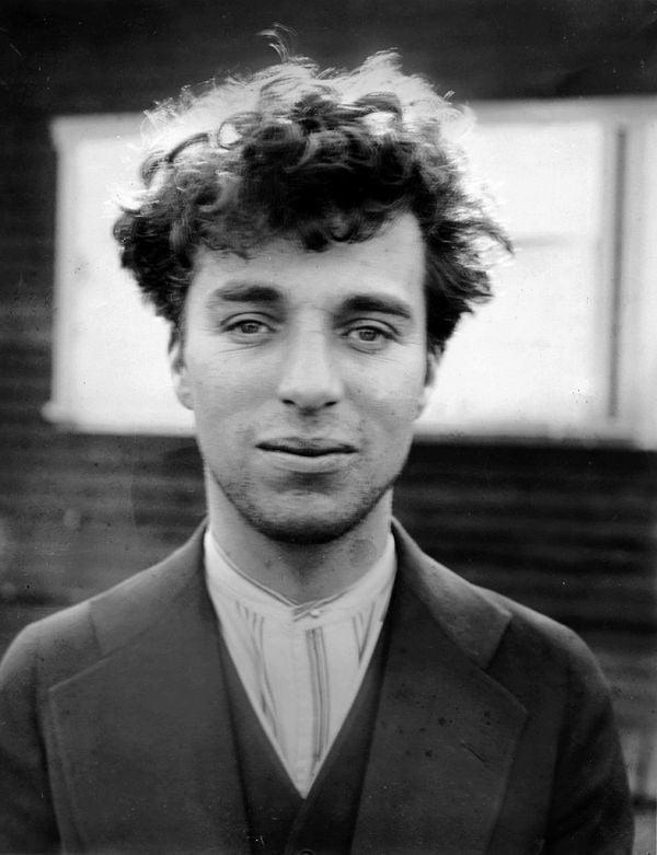 785px-Charlie_Chaplin_circa_1916