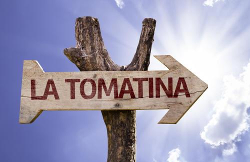 La fiesta de la Tomatina, la batalla de tomates que tiñe de rojo Buñol