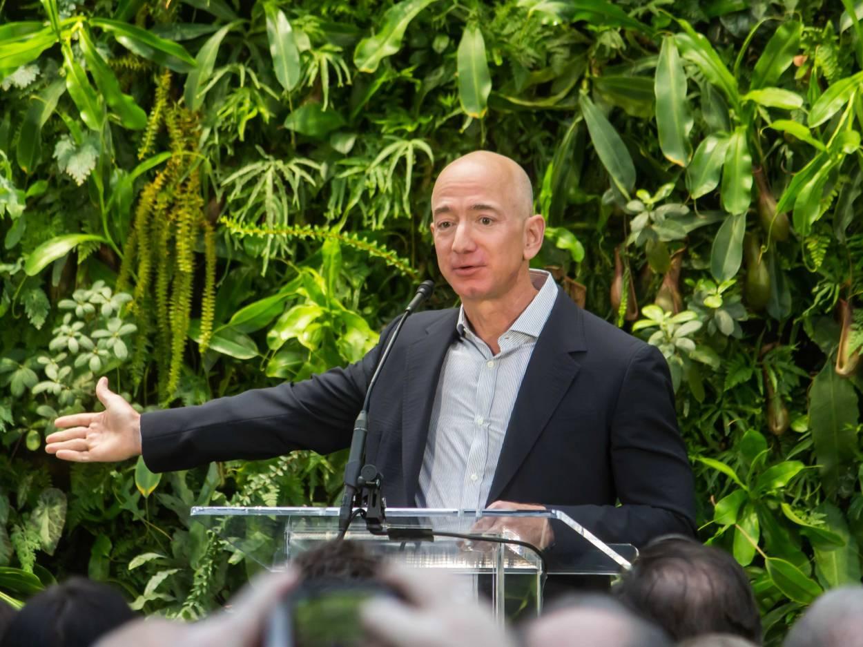 Jeff Bezos hará una donación millonaria para luchar contra la crisis climática