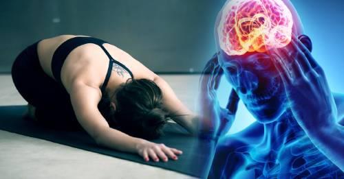 3 posturas de yoga para calmar la migraña