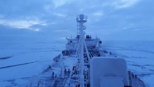 Un gran barco atravesó el ártico en pleno invierno y es una noticia catastr