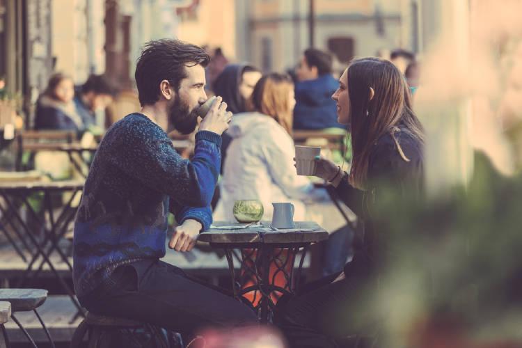 pareja cafe