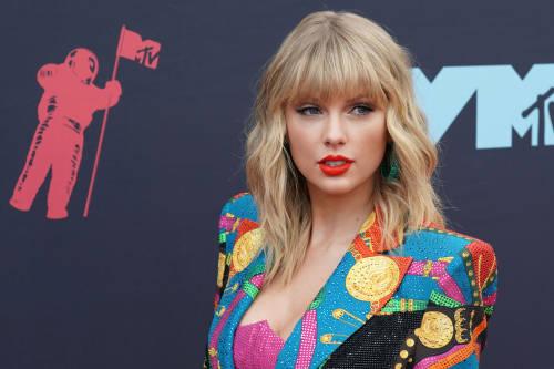 Por qué el look de Taylor Swift en la tapa de Vogue habla de moda sostenible