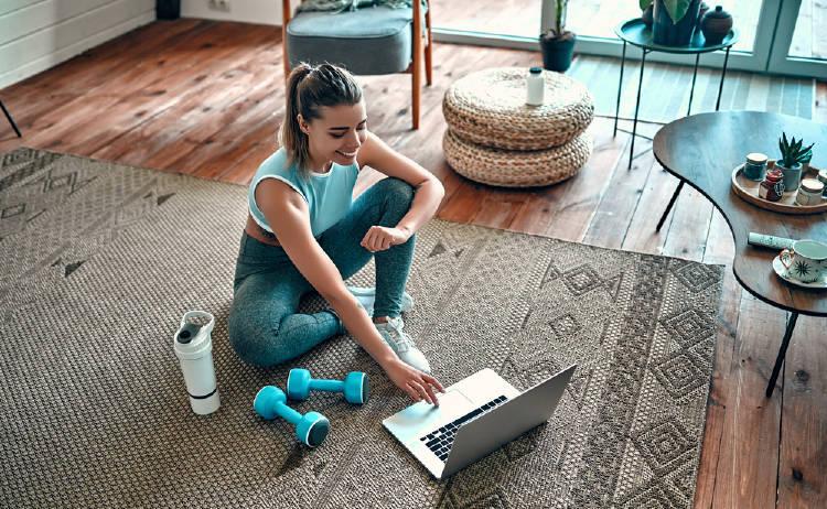mujer ejercicio casa