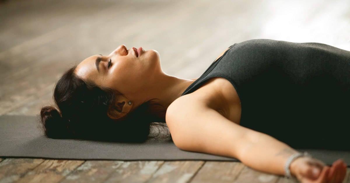 4 posturas de yoga perfectas para la relajación