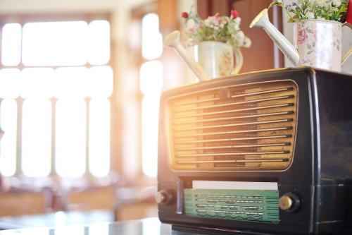 Una radio transmite desde 1976 sin que nadie la opere