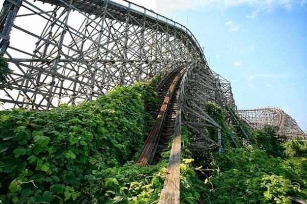 abandoned-roller-coaster-at-nara-dreamland-in-japan--30811