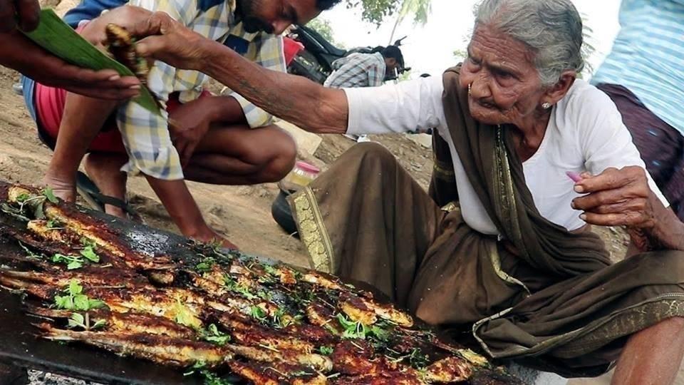 Conoce a la abuela de 106 años que enseña en Internet a cocinar comidas típ..