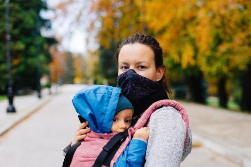 Coronavirus: Francia pone fin al uso de la mascarilla al aire libre y levanta el toque de queda