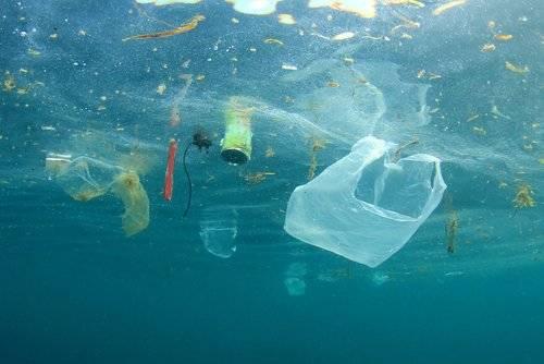 Mar plástico shutterstock_556842991