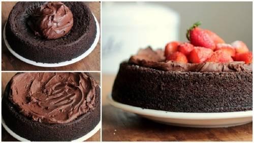 Pastel de mousse de chocolate y fresas