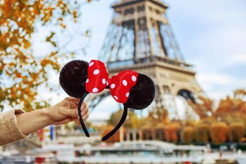 Convierten a Disneyland París en un centro de vacunación contra el coronavirus