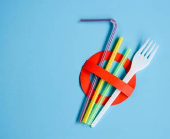 simbolo que denota la prohibicion de los plasticos de un solo uso