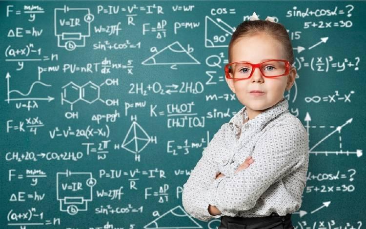 niña muy inteligente genio matematicas
