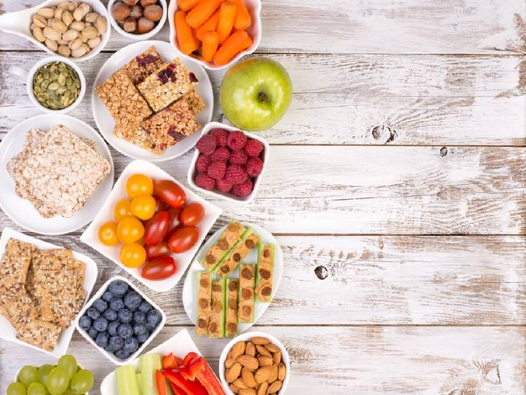 platos con snacks saludables