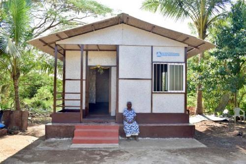 Una mujer en India construyó su casa con plástico 100% reciclado en solo 10 días