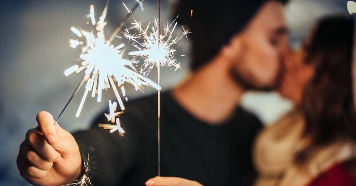 ¿Qué significa la costumbre de besar a alguien en año nuevo?