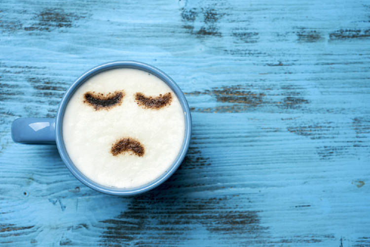 taza cafe cara triste