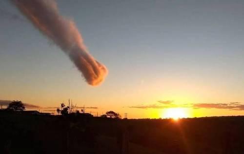 ¿Meteorito o algo peor? Este extraño fenómeno en el cielo causó caos y mie..