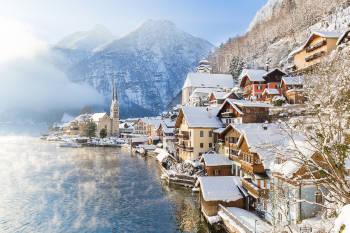 vista panoramica de hallstatt nevada, un hermoso pueblo en austria