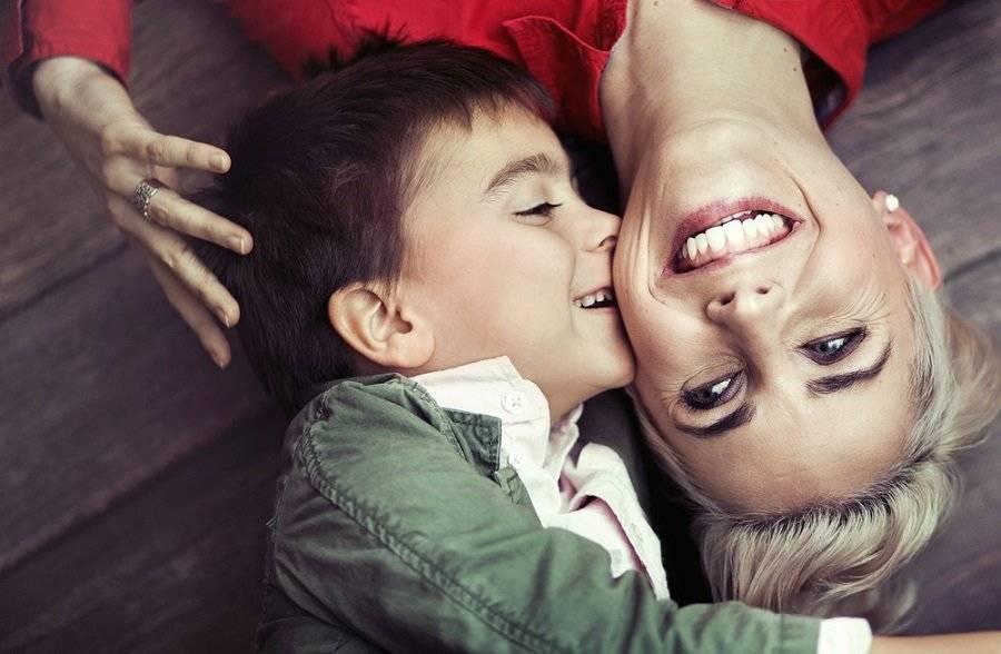 """¿Eres un niño o niña de """"mami""""? La ciencia indica que estos son sus inesperados"""