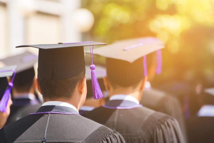 Jóvenes en graduación