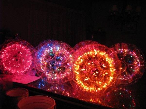 Instrucciones para hacer esferas luminosas con vasos desechables