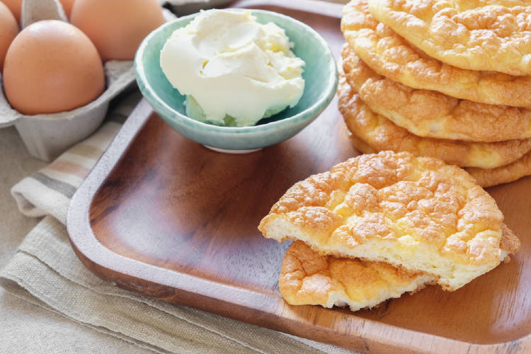 Pan keto a base de huevo y queso crema entero
