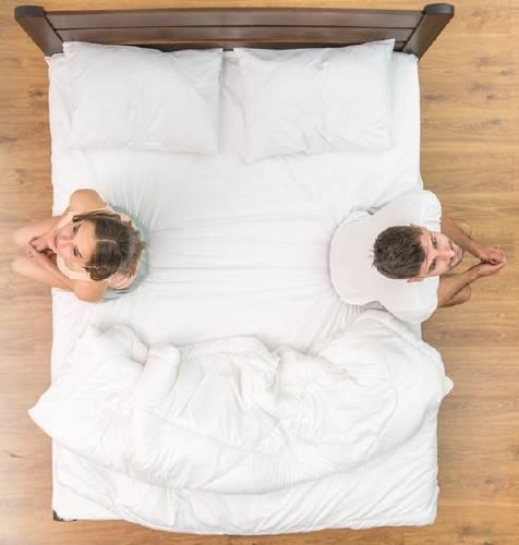 ´Psicólogos señalan los beneficios de que la pareja tenga habitaciones separadas