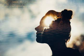 sombra de una mujer con mente clara