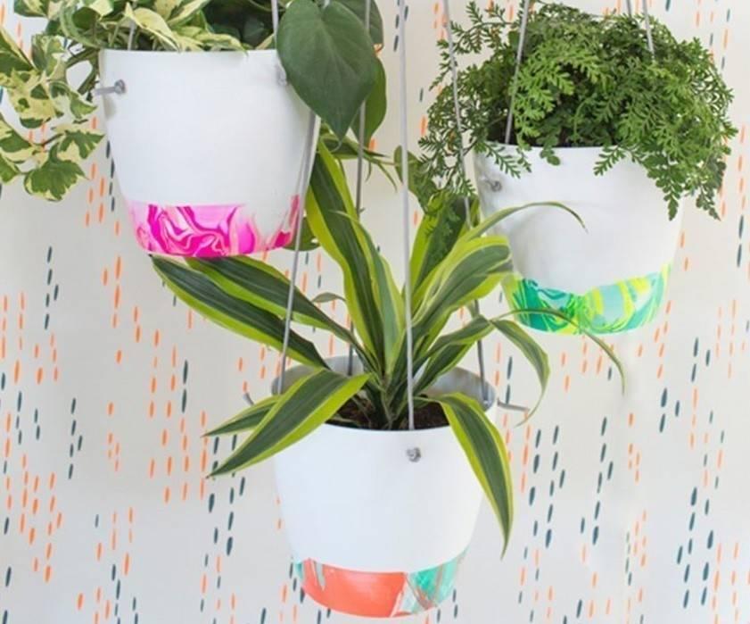 Cómo hacer macetas psicodélicas para crear un jardín colgante