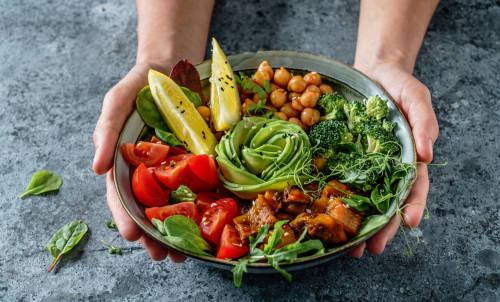 Cuál es la única dieta que se asocia con una menor gravedad de COVID-19