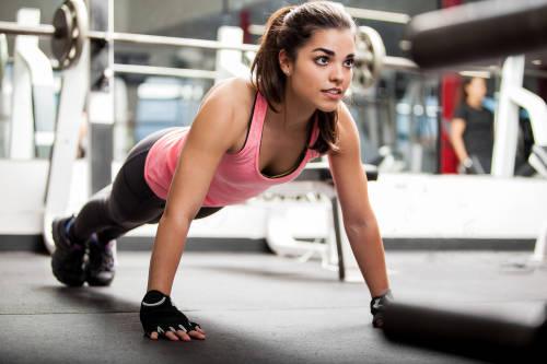 Los 9 mejores ejercicios caseros para eliminar la flaccidez y grasa de los bra..
