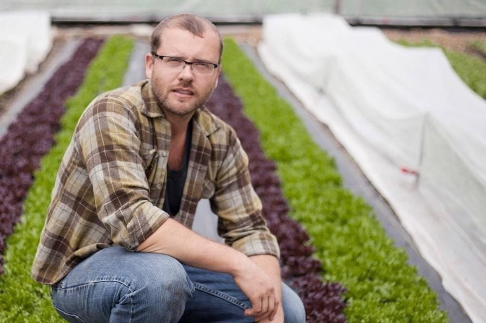 Este hombre comenzó su propio negocio de agricultura urbana utilizando los pa..