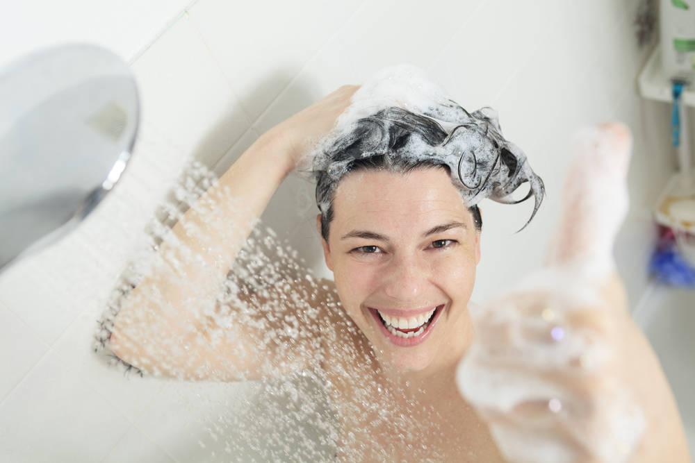 15 hábitos que no pueden faltar en tu ducha diaria si quieres cuidar tu piel, tu cabello y tu salud